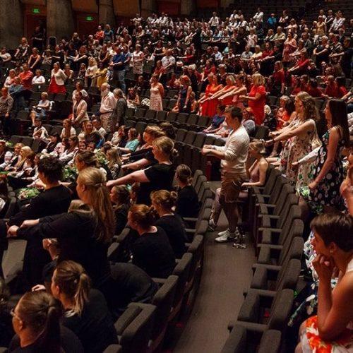 Engasjerte publikummere fra opptreden i Grieghallen
